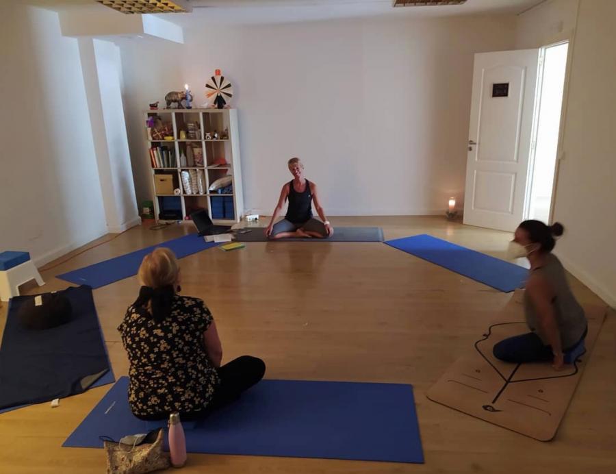 yoga embarazada ara lasai